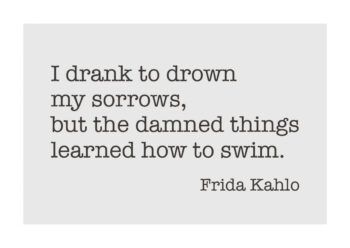 Poster Frida Kahlo Zitat I drank to drown my sorrows... Poster 1